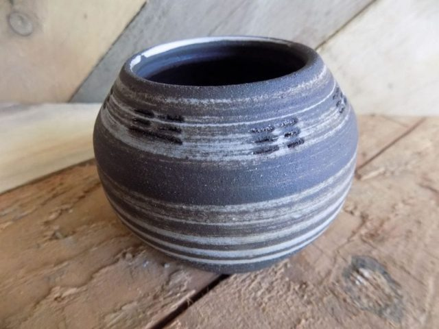 Stoneware pot by Stewart Taylor ceramics East Yorkshire