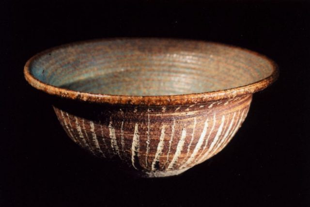 Rustic stoneware pottery bowl by East Yorkshire ceramicist Stewart Taylor